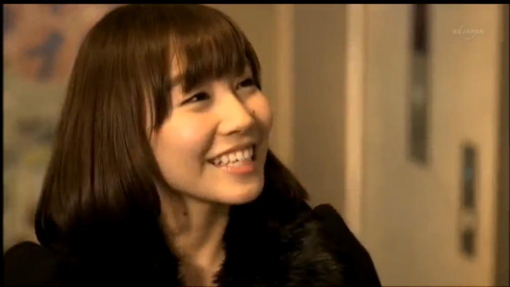 猫とコワモテ出演者の笑顔がかわいい女の子1